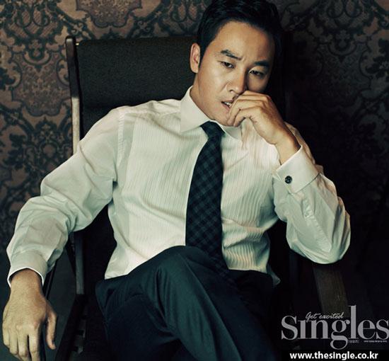 Korean actor Uhm Tae-woong Singles Magazine