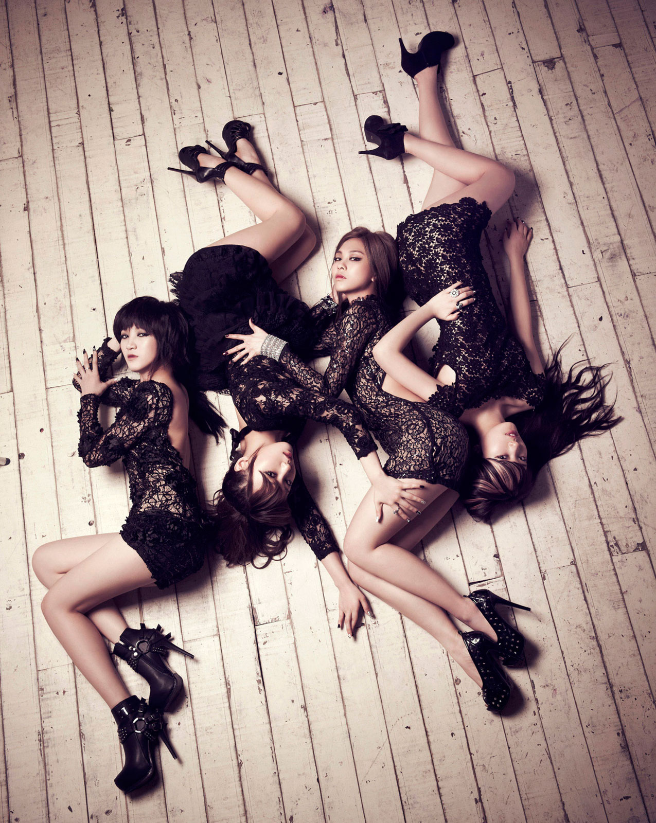 Korean pop group Miss A Touch concept photo