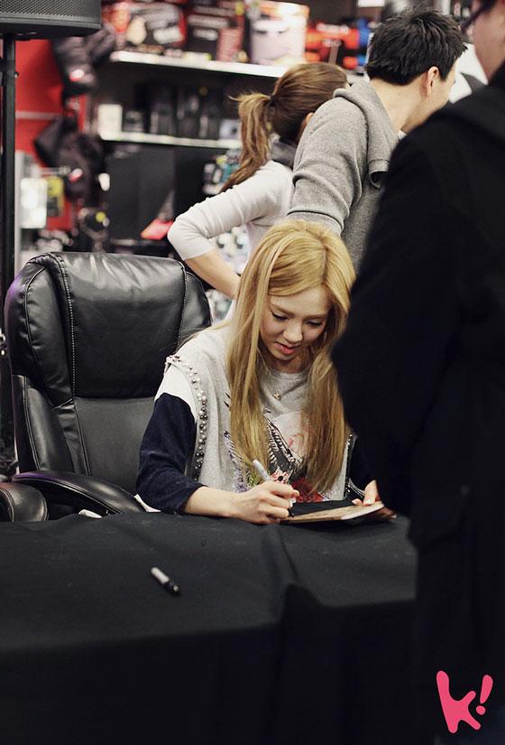 SNSD Hyoyeon US fan signing