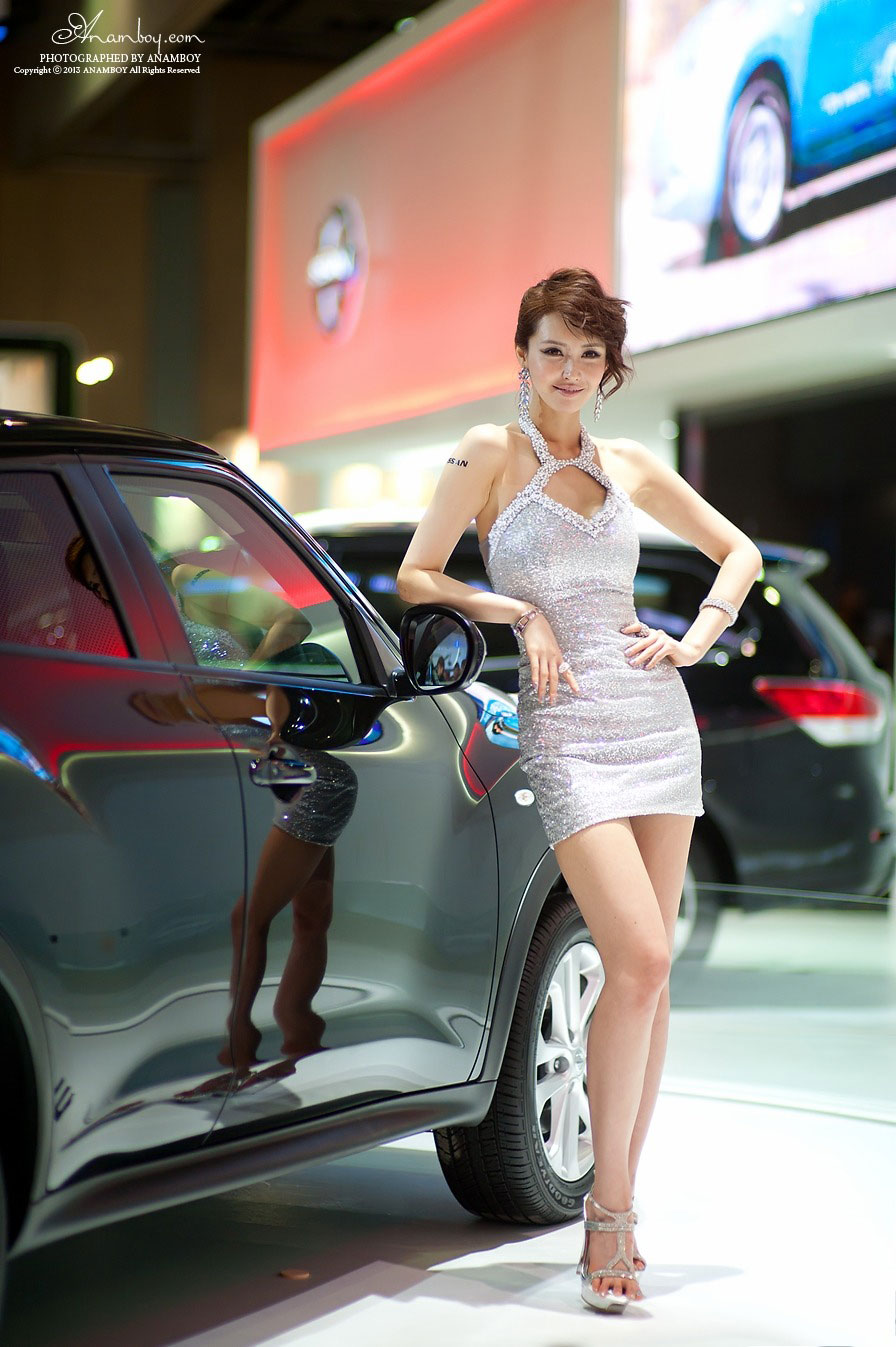 Korean model Kang Yui Seoul Motor Show 2013