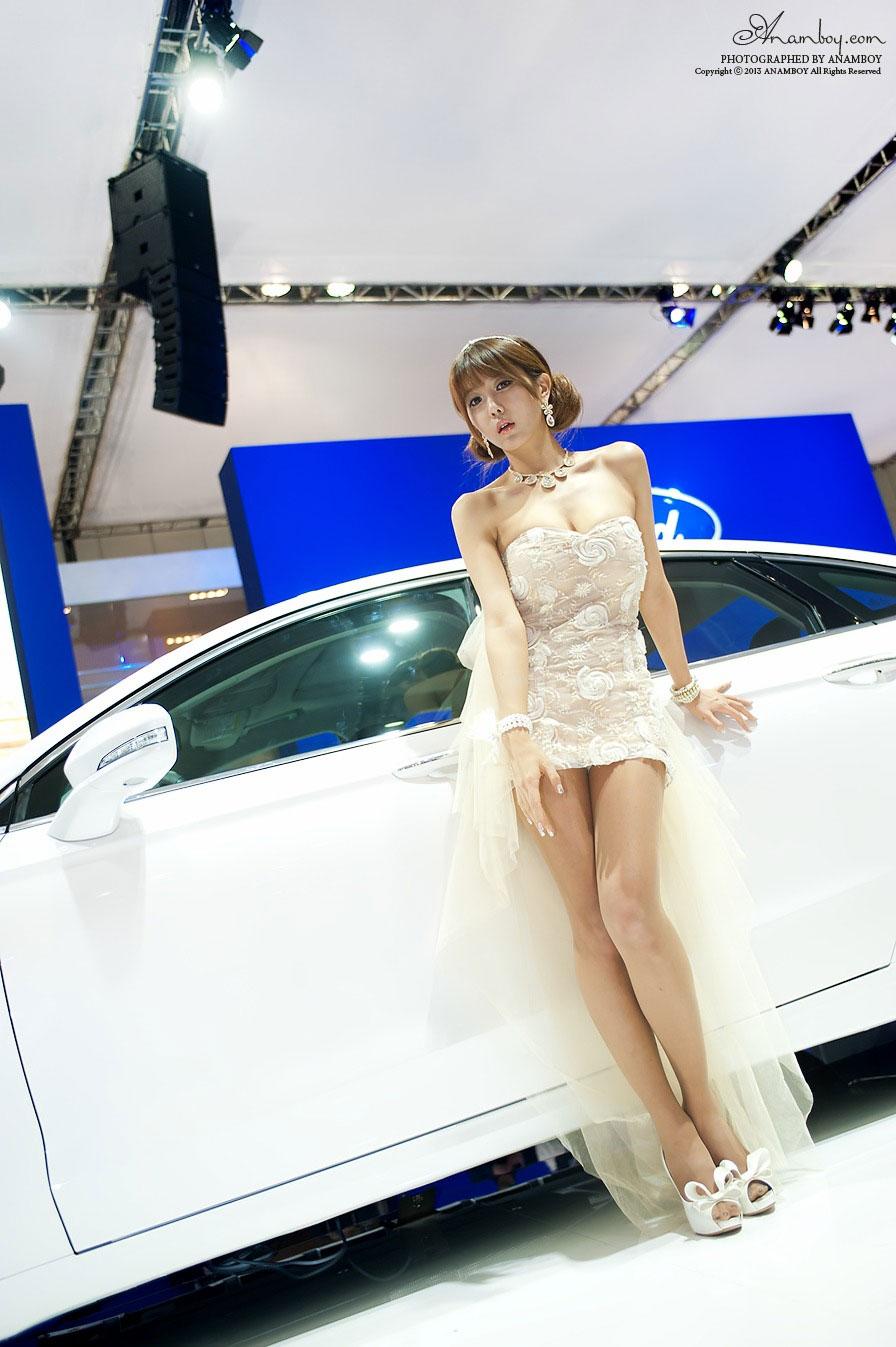 Korean model Heo Yun Mi Seoul Motor Show 2013