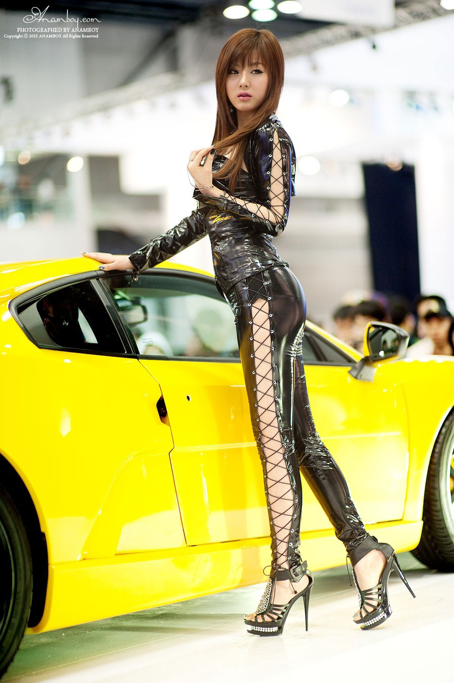 Korean model Hwang Mi Hee Seoul Motor Show 2013