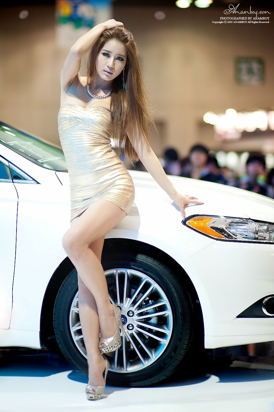 Korean model Park Si Hyun Seoul Motor Show 2013