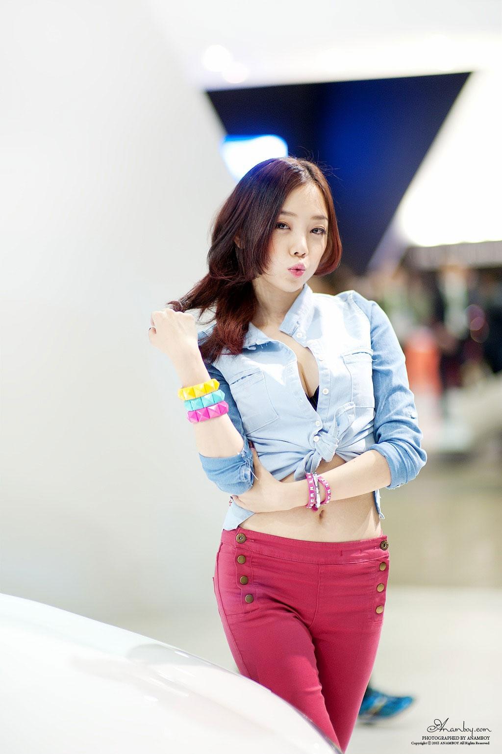 Korean model Sim Min Hee Seoul Motor Show 2013