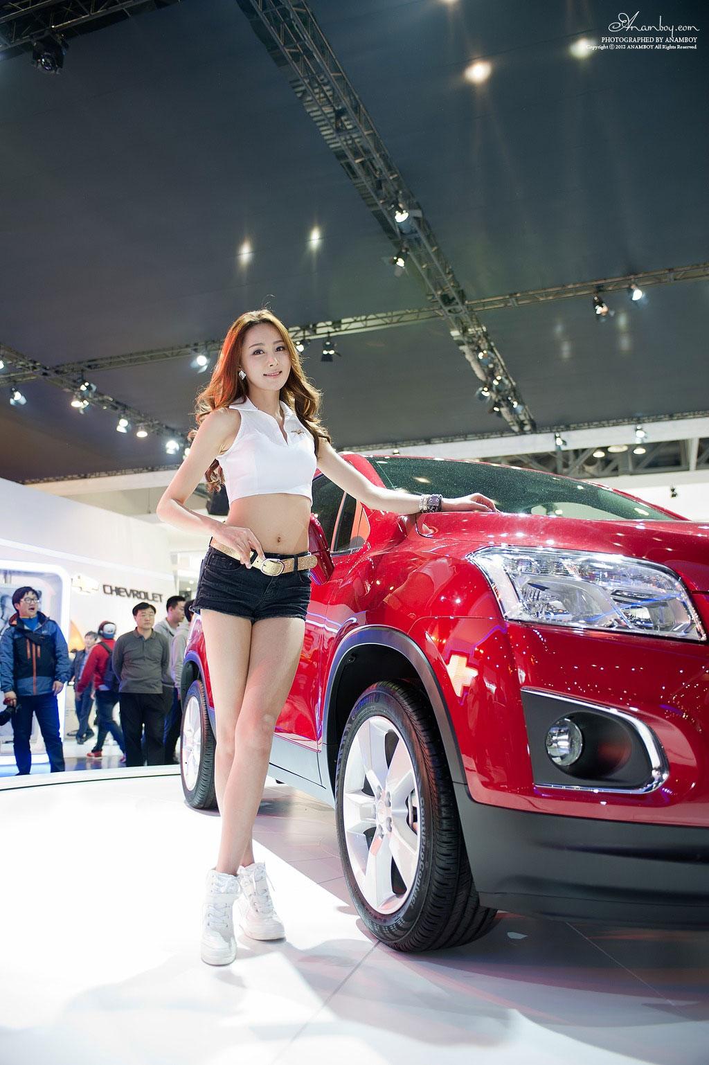 Korean model Eun Bin Seoul Motor Show 2013