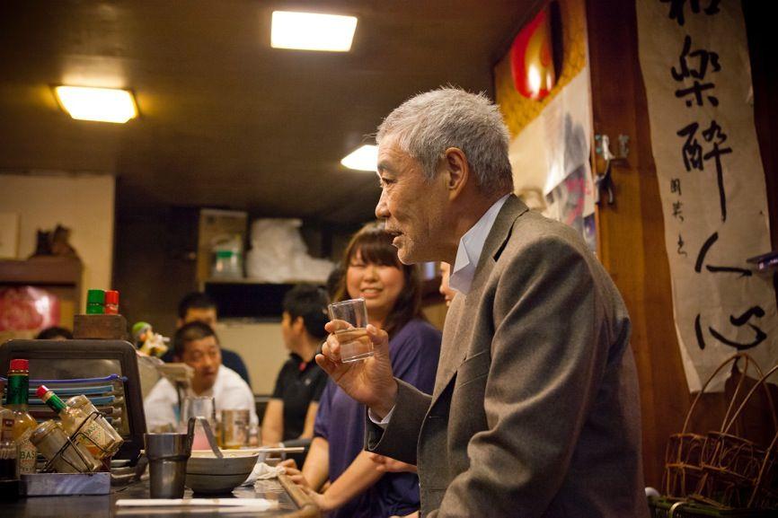 Akira explores izakaya in Naniwa, Osaka