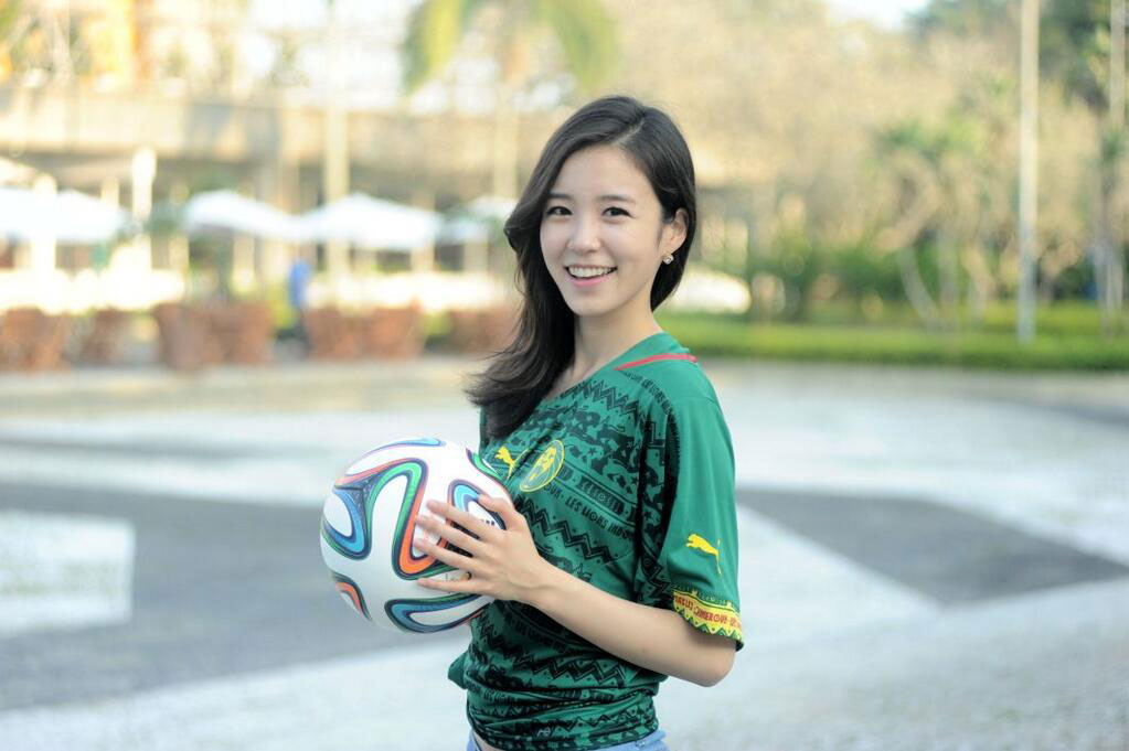 Korean announcer Jang Yewon African kit