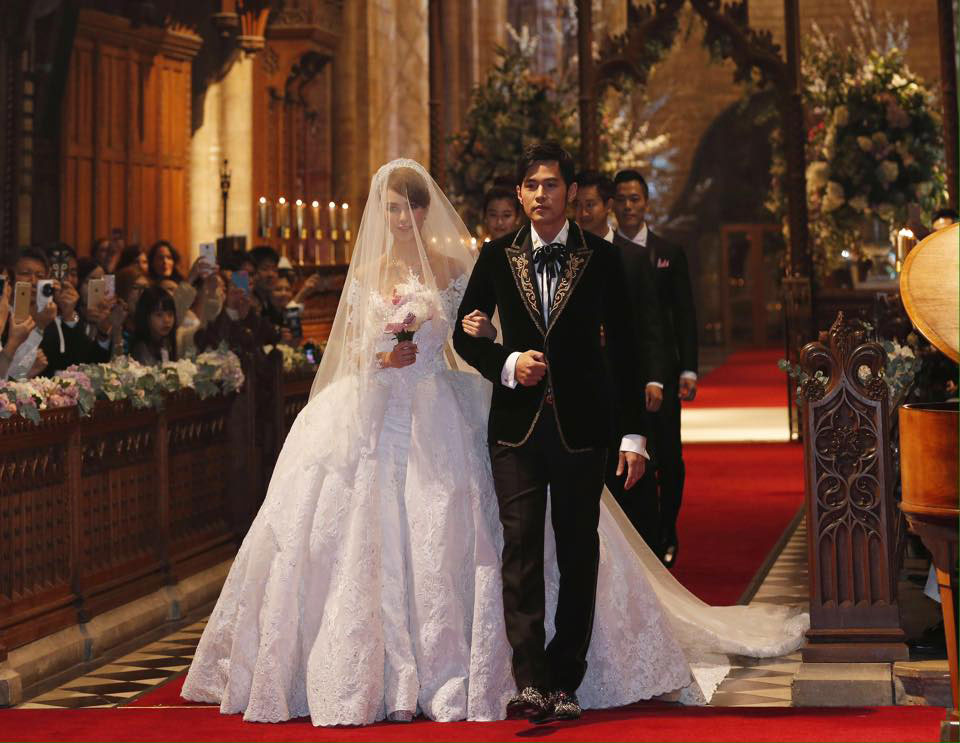 Jay Chou marries Hannah Quinlivan in England